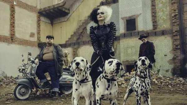 穿着Prada的朋克女小丑——《库伊拉》